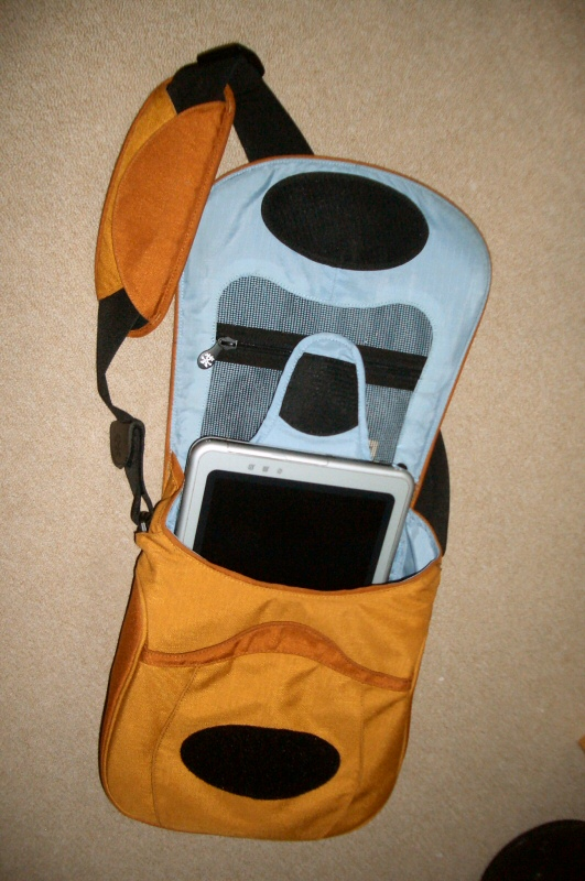Crumpler Wee Bee, with my tablet pc - TC1100